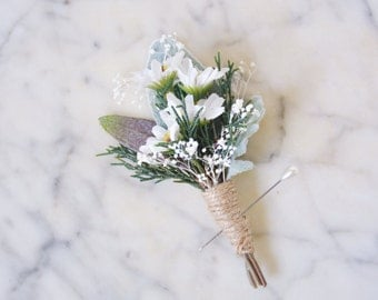 Men's rustic wedding boutonniere, Daisy lapel pin, Groom buttonhole, Groomsmen corsage, Daisy boutonniere - NIGEL