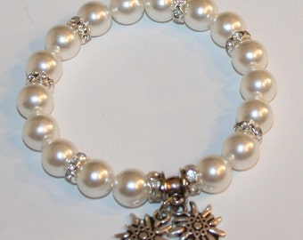 Pearl bracelet with two edelweiss