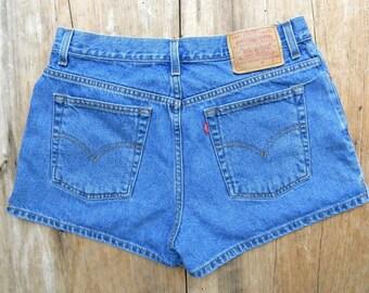 Vintage Levi's Denim Shorts / Vintage Levi's Jean Shorts / Medium Wash Denim Levi's Vintage Shorts /  13 JR