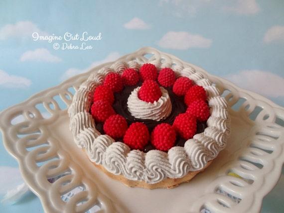 Fake Pie Tart Dessert Chocolate Raspeberry Cream Sweet Home Decor Kitchen Photo Prop Display Gift