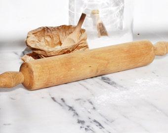 Grand rouleau à pâtisserie en bois massif. French vintage, shabby chic