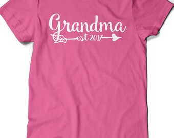 Grandma Shirt Est Since 2017 T-Shirt T Shirt Tee Grammy Grandmom Grandmother Baby Shower Gift Idea Pregnancy Announcement Mom-MOM Nana Mom