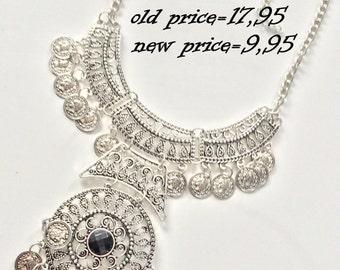 Black core,Statement Necklace, Blogger Necklace, Blogger Fashion, Statement Fashion, Fashion Jewelry, Fancy Jewelry, BIB Necklace