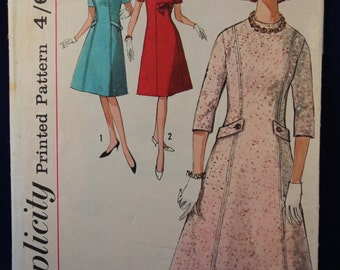 Vintage Sewing Pattern Simplicity 5096 for a Woman's Dress in Size 18
