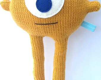 Andy: the handknitted alien