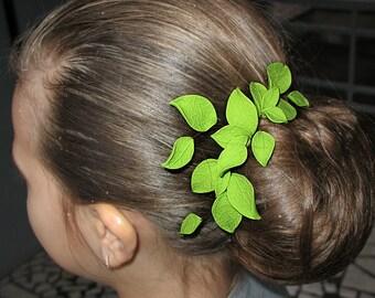Green leaves hair comb. Clay hair pin set. Polymer clay Hair Accessory. Woodland Elf Hair pin. Leaves for hair. Head piece. Prom hair comb