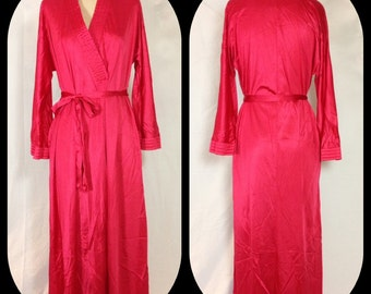 1970s Vanity Fair Raspberry Robe in Satin Nylon - Size Medium