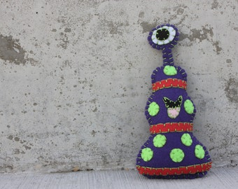 Zuggle Alien Monster Plushie in dark purple