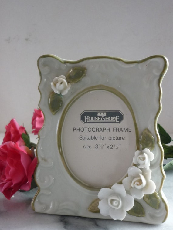 """British Home Stores, Olive Green Vintage Floral Ceramic Photo Frame for 3.5"""" x 2.5"""" size photos or pics glass front House & Home"""