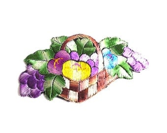 Fruit basket applique, 1930s vintage embroidered applique. Vintage patch, sewing supply. #5E6GC4KB