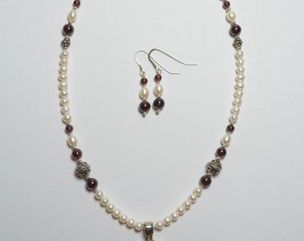 Necklace and Earring set made of Cultured Pearls, Garnets and Sterling Silver