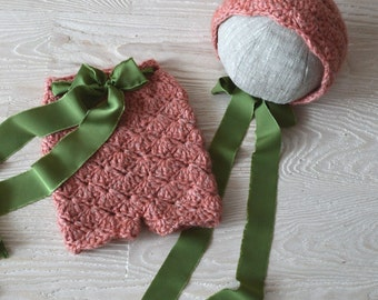 Newborn photoprop set: bonnet&shotrs