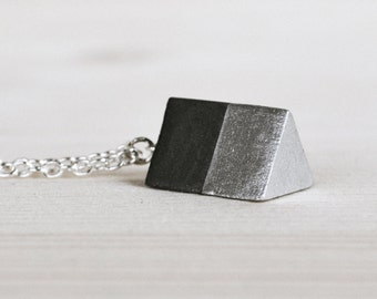 Black betonPRISMA silver concrete ring with silver effect on silver chain, unique, minimalistic, necklace, black concrete, elegant