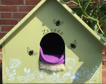 Outdoor sturdy cat house