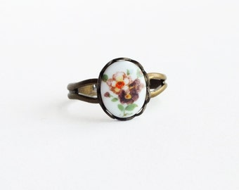 Plum Flower Ring Victorian Floral Cameo Ring Vintage Glass Bouquet Ring Small Flower Ring Adjustable Jewelry Vintage Style Romantic Jewelry