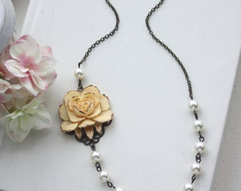 Ivory Gold Rose Vintage Inspired Necklace, Ivory Pearls Flower Necklace Bridesmaid Gifts Shabby Vintage Ivory Wedding Bridal Pearl Necklace