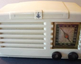 Vintage Emerson Bakelite Tube Radio - Art Deco Style - 1939 Retro - Cream Bakelite - Plays and Looks Great 7KW-228-2 - Model CS268 - prop