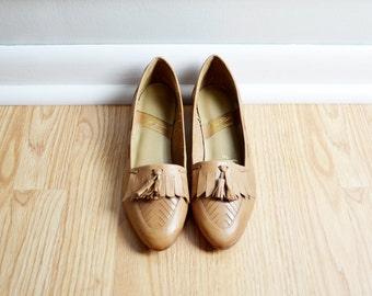 SALE // Shoes Loafers Mini Wedge / Camel Tan Leather / Fringe Tassel Pointed Toe Deadstock / Granny Boho / 80s Vintage / Size 6 N / Euro 36