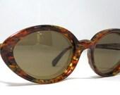 Vintage 80s Cat Eye Sunglasses. Tortoise Oval Angular Sunglasses