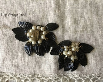 Vintage 1960's Clip Earrings, Black Leaf and Pearl Clip Earrings, 60's Costume Jewelry, Mad Men, Retro, Mod