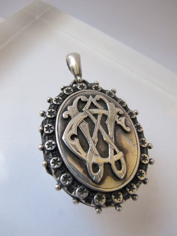 1880 VICTORIAN Sterling Silver Locket