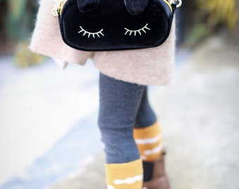 OOO  –  cute black cat shoulder bag / lovely and lush
