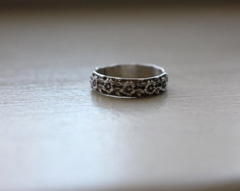 Floral Ring || Sterling Silver Thick Band Ring with Flower Pattern.