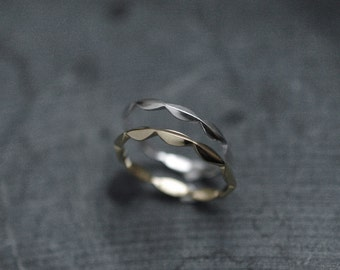 Laurel Laurier ring in solid Sterling Silver