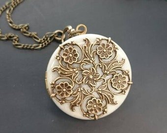 Floral Antique style Locket/something blue/Anniversary/Bridesmaid gift/Wedding/Birthday/Sister/Mom/Daughter/Photo Picture/friend