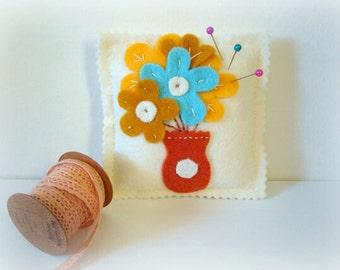 Wool Felt Pincushion. Pin Pillow. Flower Pincushion. Heart Pincushion. Pin cushion felt.