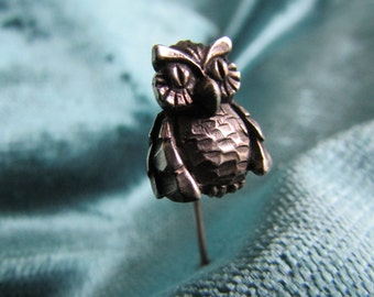 Smart Silver Owl Hat, Scarf, Cravat or Stick Pin