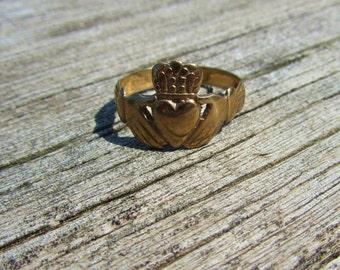 9ct Gold Irish Claddagh Ring, Ireland Claddaugh Ring, Estate Gold Claddaugh Ring, 9K Gold Claddaigh Ring, Estate 9K Ring, European Gold Ring