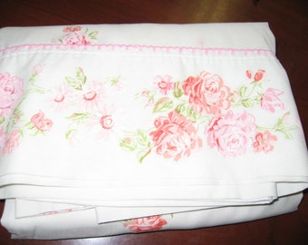 Shabby Chic Full Flat Sheet/Cabbage Roses