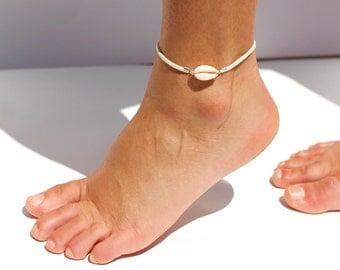Ankle cowrie shell bracelet - White leather ankle beach bracelet - festial jewelry - ethnic-chic bracelet - summer foot bracelet- bohemian