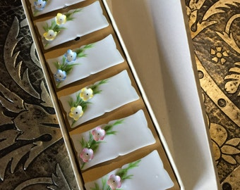 Elegant, 6 Piece Set of Place Setting Name Plates in Original Packaging