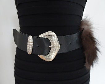 Belt woman topped with fur!