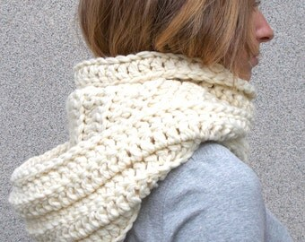 Hooded Scarf/Crochet Hood/Cowl Ivory Merino/Wool Wide Chunky Crochet Hoodie/Soft Woman Hooded Scarf/Ivory scarf/Cowl Fall Winter Accesories