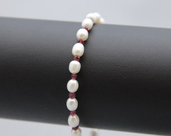 White freshwater pearl and garnet bracelet with sterling silver lobster claw clasp and beads