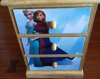 """Disney Frozen """"Anna & Elsa"""" mini chest"""