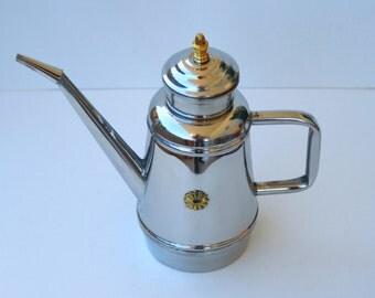 Artisan handcrafted steel oil bottle. 1 L