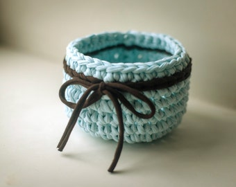 basket blue with a bow