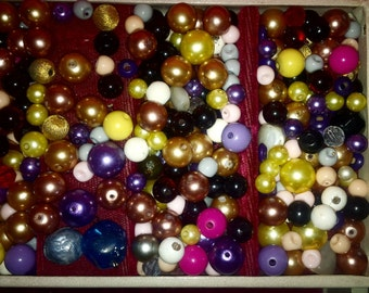 Lot set of well over 450 beads with holes - variety colors, sizes & shapes -nice lot