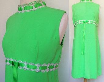 Size XL. 60s Mod Mini Dress.  XL. Mad Men Dress. 1960s Baby Doll Dress. Size X Large. Lime Green Empire Waist