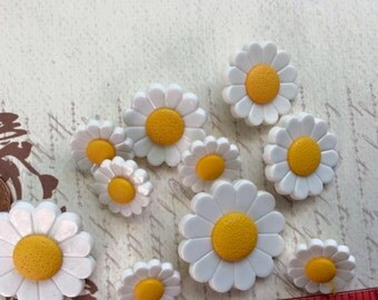 SET of 10 Pretty Daisy Shanked Buttons Craft knitting Embellishment
