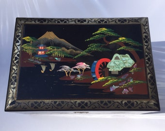 Vintage Chinese Jewelry Box / Vintage Asian Jewelry Box / Asian Art / Chinese Collectibles