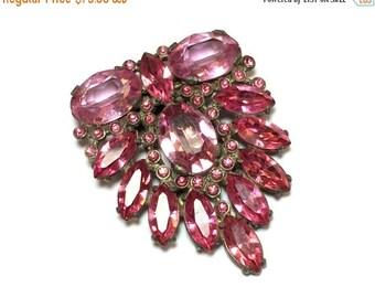 SummerSALE 40s Pink Rhinestone Fur/Dress Clip