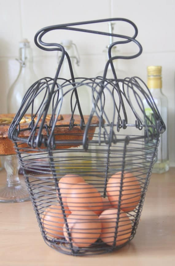 Vintage Collapsible Wire Egg Basket, Great Kitchen Decor