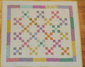 A Pretty & Bright Baby Quilt