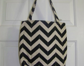 Tote bag in black and khaki chevron print
