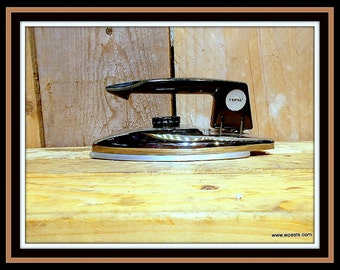 Vintage Tefal Calor N 11.04 electric iron.